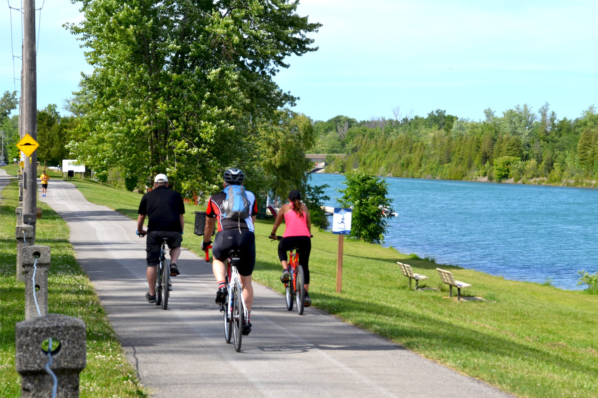 famiy rides bicycles on Welland Canal Parkway Trail